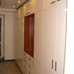 Шкаф в гостиную. ЛДСП Ламарти Вишня. Фасады МДФ Белый глянец.